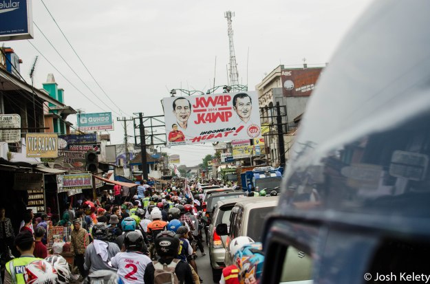 Convoy is held up in traffic by masses of fans in Sukabumi
