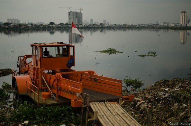 Hyacinth plant shredder at Pluit reservior