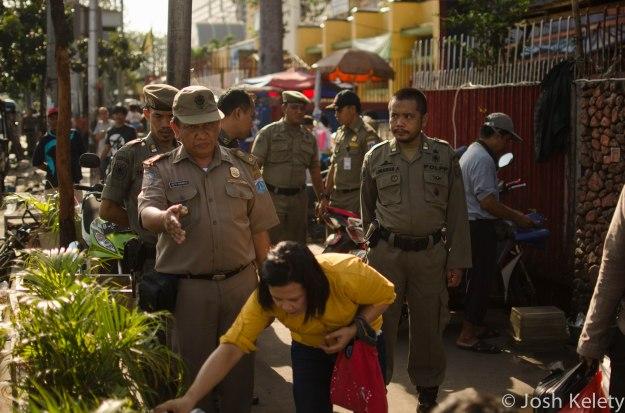 Saptol-PP officials evict street vendors